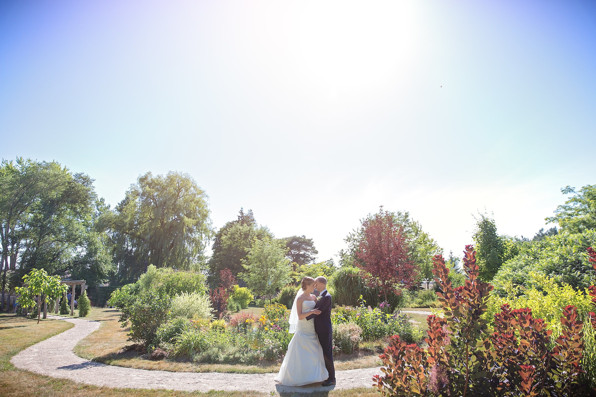 BeautifulSummerGardenWedding_0216